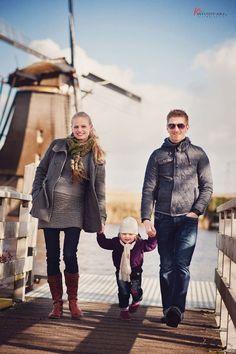 Romy, Tirza si Viola  Kinderdijk, Olanda Children And Family, Family Portraits, Hipster, Couple Photos, Couples, Photography, Style, Fashion, Family Posing
