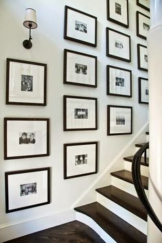 Home Decoration Homemade Wall decor - fine picture.Home Decoration Homemade Wall decor - fine picture Style At Home, Stairway Gallery Wall, Gallery Walls, Gallery Frames, Art Gallery, Stairwell Wall, Sweet Home, Interior And Exterior, Interior Design