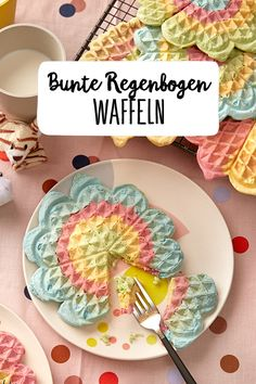 Regenbogen-Waffeln Colorful rainbow waffles Fancy hipsters like to eat colorful things. But even children's hearts beat faster at the sight of such delicious and at [. Desserts For A Crowd, Party Desserts, Crepes, Hipsters, Waffel Vegan, Fathers Day Brunch, Rainbow Waffles, Rainbow Food, Rainbow Things