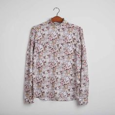 bc838c30 The shirt with the high collar and the flowers