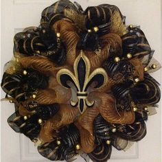 Mardi Gras Wreath Fleur De Lis Black and Gold Deco Mesh Wreath - Halloween Suggestions Gold Wreath, Diy Wreath, Burlap Wreath, Wreath Making, Wreath Crafts, Diy Crafts, Mardi Gras Wreath, Mardi Gras Decorations, Diy Halloween