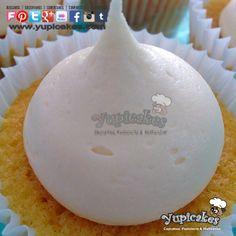 Estos #Cupcakes de #Vainilla te están esperando. Recién salidos del horno. ¡Que no te los ganen! Ven por los tuyos a #Yupicakes.