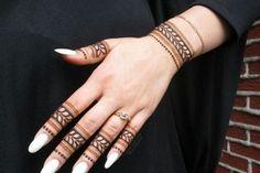 Mehndi is something that every girl want. Arabic mehndi design is another beautiful mehndi design. We will show Arabic Mehndi Designs. Simple Arabic Mehndi Designs, Finger Henna Designs, Stylish Mehndi Designs, Mehndi Design Photos, Mehndi Designs For Fingers, Beautiful Henna Designs, Best Mehndi Designs, Mehndi Designs For Hands, Beautiful Patterns