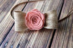 He encontrado este interesante anuncio de Etsy en https://www.etsy.com/es/listing/197060627/felt-flower-headband-newbornbabytoddler