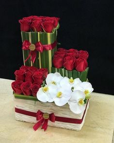 Ideas Valentine Flowers To Add Sparkle To Valentines Day 33 Rose Flower Arrangements, Creative Flower Arrangements, Ikebana Flower Arrangement, Floral Centerpieces, Flower Box Gift, Flower Boxes, Balloon Flowers, Paper Flowers, Exotic Flowers