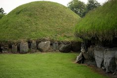 Knowth is the largest of all passage graves situated within the Brú na Bóinne complex. The site consists of one large mound (known as Site 1) and 17 smaller satellite tombs. Essentially Knowth (Site 1) is a large mound (covering roughly a hectare) and contains two passages, placed along an east-west line. It is encircled by 127 kerbstones (3 of which are missing, 4 are badly damaged).