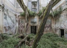 Dulcis Domus is an ongoing project that documents the many abandoned villas, palaces and castles found across the urban and rural areas of Europe.
