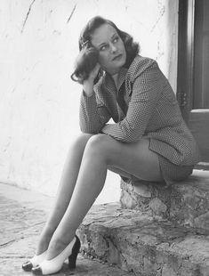 Hollywood Fashion, Vintage Hollywood, Hollywood Glamour, Classic Hollywood, Classic Actresses, Beautiful Actresses, Belinda Lee, Paulette Goddard, Cinema Tv