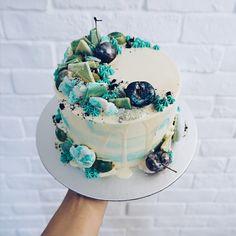 Turquoise/Tiffany Blue Freestyle Drip Cake.