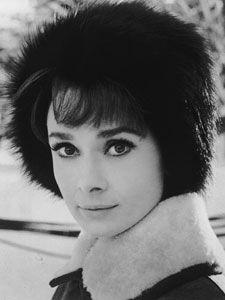 Audrey Hepburn fue una actriz británico-belga, una de las pocas ganadoras del #Oscar, del premio #Tony y del premio #Grammy. Está considerada por la American Film Institute como la tercera mejor estrella femenina de todos los tiempos. #Mujeres de la historia en @BijouPrivee .