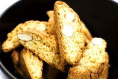 Den perfekta hårdmjuka biscottiytan är inte helt lätt att få till, men de här goda, knapriga skorporna ligger väldigt nära det italienska originalet.
