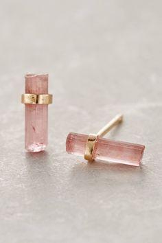 Hermosos aretes de cuarzo rosa, serán un must para el 2016. #fashion #accessories #earrings
