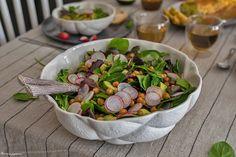 C'est LA prochaine salade que vous proposerez à votre table, j'en suis certaine! Des pois chiches épicés grillés au four, des lamelles de radis, des dés d'avocat, un joli mesclun... Parfaite!