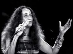 """Maria Bethânia canta """"O doce mistério da vida"""""""