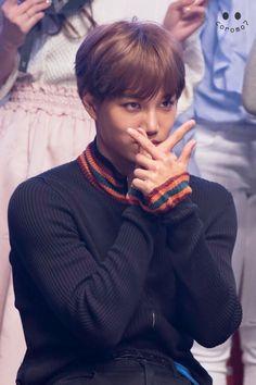 Ugh he just looks so good…and you can see his muscles through his shirt…I'm weak Kim Jongin, Kyungsoo, Chanyeol, Exo Korean, Korean Drama, Exo Dancing King, Park Hyung, Im Weak, Muscle Shirts