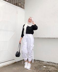 Hijab Fashionista, Hijab Fashion Inspiration, How To Pose, Aesthetic Fashion, Fashion Outfits, Fasion, Style Fashion, Korean Fashion, Ootd Hijab