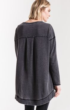 This high-low pullover sweater offers flattering detail guaranteed to make you feel your best. The Weekender offers a burnout treatment for an effortlessly chic appeal. Perfectly Imperfect, Weekender, Pullover Sweaters, High Low, Chic, My Style, Model, How To Wear, Sewing