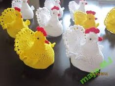 Znalezione obrazy dla zapytania szydełkowe ozdoby wielkanocne Easter Crochet Patterns, Crochet Birds, Crochet Bunny, Crochet Doilies, Hand Crochet, Crochet Flowers, Crochet Chicken, Crochet Christmas Trees, Easter Egg Crafts