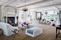 VINCE CAMUTO'S JAZZ AGE MANOR IN THE HAMPTONS Fashion entrepreneurs Louise and Vince Camuto restore Villa Maria