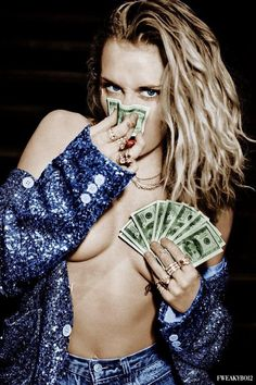 Money in color Miley Cyrus Hannah Montana, Miley Cyrus Pictures, Miley Cyrus Style, Lgbt, Platinum Blonde Hair, Hollywood Celebrities, Kristen Stewart, Disney Channel, Beautiful Celebrities