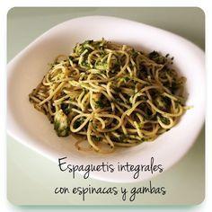 Espaguetis integrales con espinacas y gambas