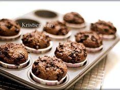 Resep Muffin coklat super nyoklat,NO MIXER hasil tinggi menjulang alias High Dome! XD favorit. Muffin ini pas buat yang lg pengen bikin cemilan ke anak2,tapii lagi dilanda malesss juga diwaktu bersamaan.loohh??#penyakitmusimanibu cucok,soalnya cuma di aduk2 aja pake spatula,NO Mixer,bkinnya cuepett,bisa buat bekal sekolah juga buibu..praktis,sehat,hasil resep ini adalah muffin yang montok+tinggi..ga gepeng or murung..cussssss