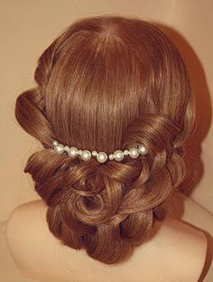 Medium curls decorated a chain with pearls #hot #sexy #hairstyles #hairstyle #hair #long #short #medium #buns #bun #updo #braids #bang #greek #braided #blond #asian #wedding #style #modern #haircut #bridal #mullet #funky #curly #formal #sedu #bride #beach #celebrity #simple #black #trend #bob #girls