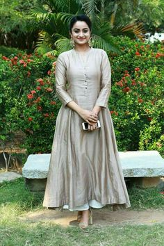 Pin by aarti arora on dresses in 2019 vestidos, ropa, moda femenina. Salwar Designs, Kurta Designs Women, Kurti Designs Party Wear, Frock Design, Dress Indian Style, Indian Dresses, Salwar Dress, Anarkali, Patiala Suit