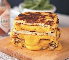 Um, don't know, I really like my grilled cheese sandwiches, but might try this Cauliflower Grilled Cheese. :P Low Carb Vegetarian Recipes, Low Carb Recipes, Gluten Free Recipes, Diet Recipes, Healthy Recipes, Quick Recipes, Simple Recipes, Healthy Kids, Cauliflower Crust