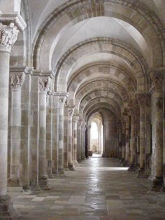 Basilica of St. Mary Magdalene, Vezelay - the workings of light
