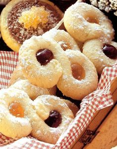 Pudingové osmičky s džemom Doughnut, Desserts, Food, Tailgate Desserts, Deserts, Essen, Postres, Meals, Dessert