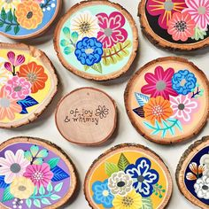 Image may contain: 1 person, dessert and food Creative Crafts, Fun Crafts, Arts And Crafts, Wood Slice Crafts, Wood Crafts, Christmas Wood, Christmas Crafts, Wood Ornaments, Craft Corner