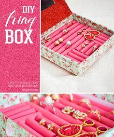 Unos tubos de espuma y una caja forrada con el papel que más te guste y ¡tienes un organizador de joyas! #DIY