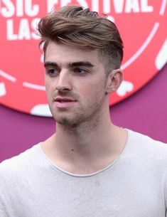 Andrew Taggart Photos Photos - Andrew Taggart of The Chainsmokers attends the 2016 iHeartRadio Music Festival at T-Mobile Arena on September 2016 in Las Vegas, Nevada. The Chainsmokers Wallpaper, Andrew Taggart, Festival Friends, Music Is My Escape, Beautiful Men Faces, Good Music, Boy Bands, Hot Guys, Hair Cuts