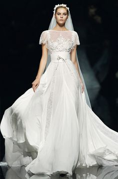 Vestido de novia de Elie Saab, 2013 #wedding #dress