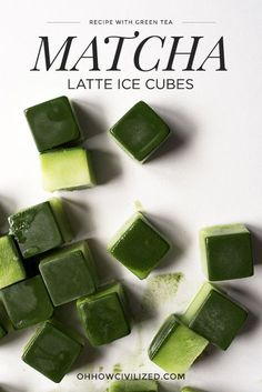 These matcha latte ice cubes are perfect for the summer! Make a batch and just pop them out of the freezer whenever you want a quick matcha latte. All you need to do is top these ice cubes with milk for a super refreshing and cooling drink! Matcha Tee, Matcha Drink, Milk Shakes, Iced Green Tea Latte, Iced Tea, Green Tea Recipes, Tea Powder, Drinking Tea, Detox Tea