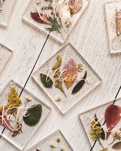 dried floral place cards as guest favors Epoxy Resin Art, Diy Resin Art, Diy Resin Crafts, Flower Places, Pressed Flower Art, Resin Flowers, Wedding Place Cards, Flower Cards, Resin Jewelry
