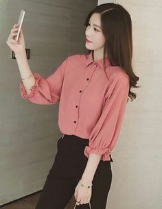 Very pretty 😍 Casual Work Outfits, Work Attire, Cute Blouses, Blouses For Women, Sleeves Designs For Dresses, Street Hijab Fashion, Corporate Attire, Royal Clothing, Fashion Capsule