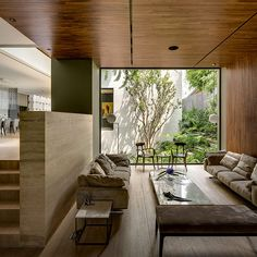 This modern home in Mexico immersed in wild nature is truly amazing. Luxurious furniture and ultra-modern appliances inside contrast lush grass and evergreen bushes outside. Dream Home Design, Modern House Design, Modern Interior Design, Interior And Exterior, Modern Interiors, Best House Designs, Japanese Modern Interior, Room Interior, Natural Modern Interior