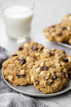 These are the best soft and chewy oatmeal cookies loaded with white chocolate chips, dried cranberries, and old-fashioned rolled oats. Oatmeal Craisin Cookies, Oatmeal Cookie Recipes, Cranberry Cookies, White Chocolate Chips, Cranberries, Baked Goods, Cooking Recipes, Baking, Desserts