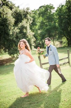 #weddingphotoidea #barefootbride #outdoorwedding @weddingchicks