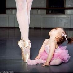 Funny pictures about Tiny ballerina. Oh, and cool pics about Tiny ballerina. Also, Tiny ballerina photos. Just Dance, Dance Like No One Is Watching, Little Ballerina, Angelina Ballerina, Ballerina Legs, Ballerina Bedroom, Tiny Dancer, Modern Dance, Dance Art