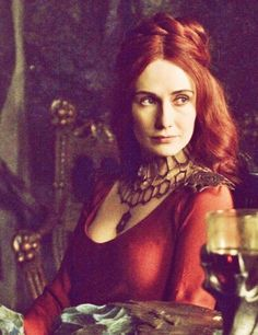 Melisandre - Game of Thrones. Her colar refers to her place of birth and training - Asshai. These geometrical shapes make another appearance when Jorah encounters Quaithe.