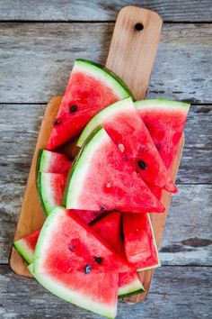 5 Reasons to Reconsider Trashing Your Watermelon Rind — pickle it, candy it, make it into gazpacho! Tips from The Kitchn Watermelon Lemonade, Watermelon Rind, Fruit And Veg, Fruits And Vegetables, Seasonal Fruits, Wallpaper Bonitos, Fruit Photography, Beautiful Fruits, Healthy Recipes
