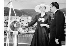 Grace Kelly und Fürst Rainier III. von Monaco besuchen den Yachthafen von Monte Carlo, 1956
