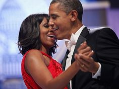 President Barack Obama and first lady Michelle Obama sing together as they dance during the Inaugural Ball at the Walter Washington Convention Center, in Washington, DC. Obama was sworn-in for his second term of office earlier in the day. Stevie Wonder, Michelle Und Barack Obama, Barack Obama Family, Obamas Family, Leon Bridges, Van Morrison, John Legend, Kendrick Lamar, Jennifer Hudson