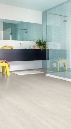 Quick-Step Laminate Flooring - Impressive 'Patina classic oak light' (IM3559) in a modern bathroom. To find more bathroom inspiration, visit our website: https://www.quick-step.co.uk/en-gb/room-types/choose-the-perfect-bathroom-flooring #salledebains #badkamer