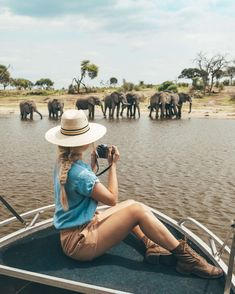Botswana is one of the top safari destinations in Africa. Use my ultimate Botswana travel guide to help you plan an unforgettable trip! Chauffeur Privé, Diani Beach, Comer See, Chobe National Park, Der Bus, Excursion, Destination Voyage, African Safari, What To Pack