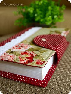 Have a lovely fat notebook ready for all your creative writing ideas. Fabric Crafts, Sewing Crafts, Sewing Projects, Paper Crafts, Book Crafts, Diy And Crafts, Diy Sac Pochette, Fabric Book Covers, Bible Covers