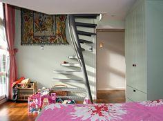 ... но не так, чтобы делать было нечего, тем более на даче. Просто я решил наконец-то ликвидировать лестницу на второй этаж, которую лет 20 назад построил в спальном…